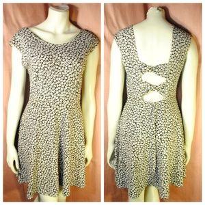 Dresses & Skirts - Floral Print Skater Dress Open Back M L Stretchy